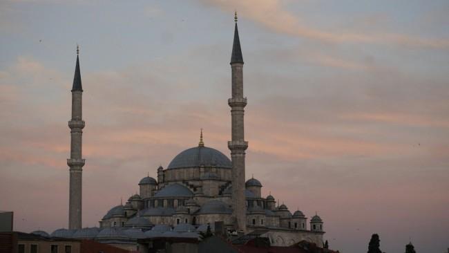 Fatih Camii ve Havariyyun Kilisesi
