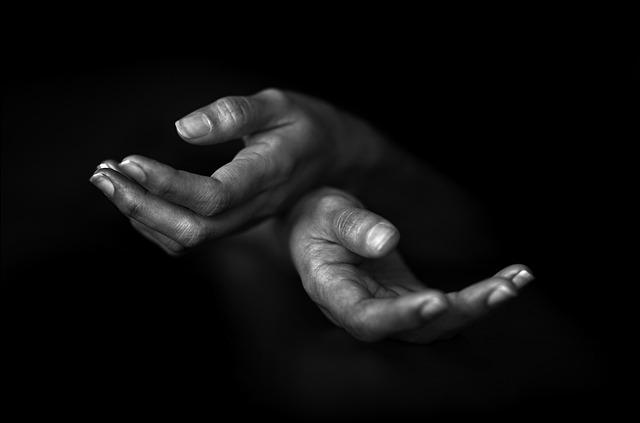 Rabbim İşte Ellerim...