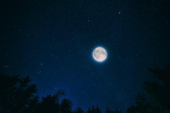 Ay ve İlginç Yaratılış Özellikleri